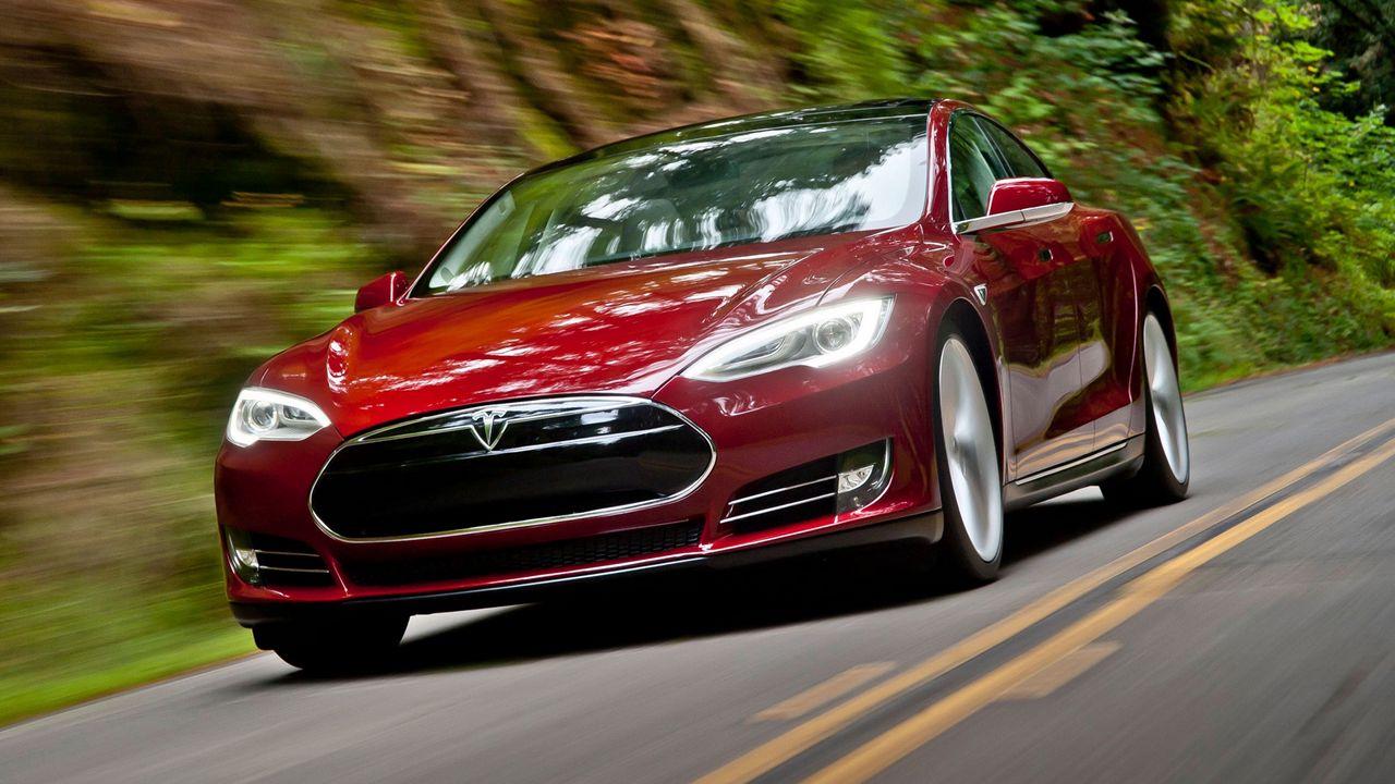 Tesla, oto-pilot özelliğini bir adım öteye taşıyor!